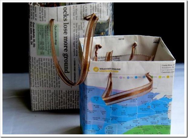 Reciclar papel convierte el que no usas en bolsas de regalo - Hacer bolsas de papel en casa ...